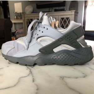 7Boy/Sz 8 women Light gray Huaraches